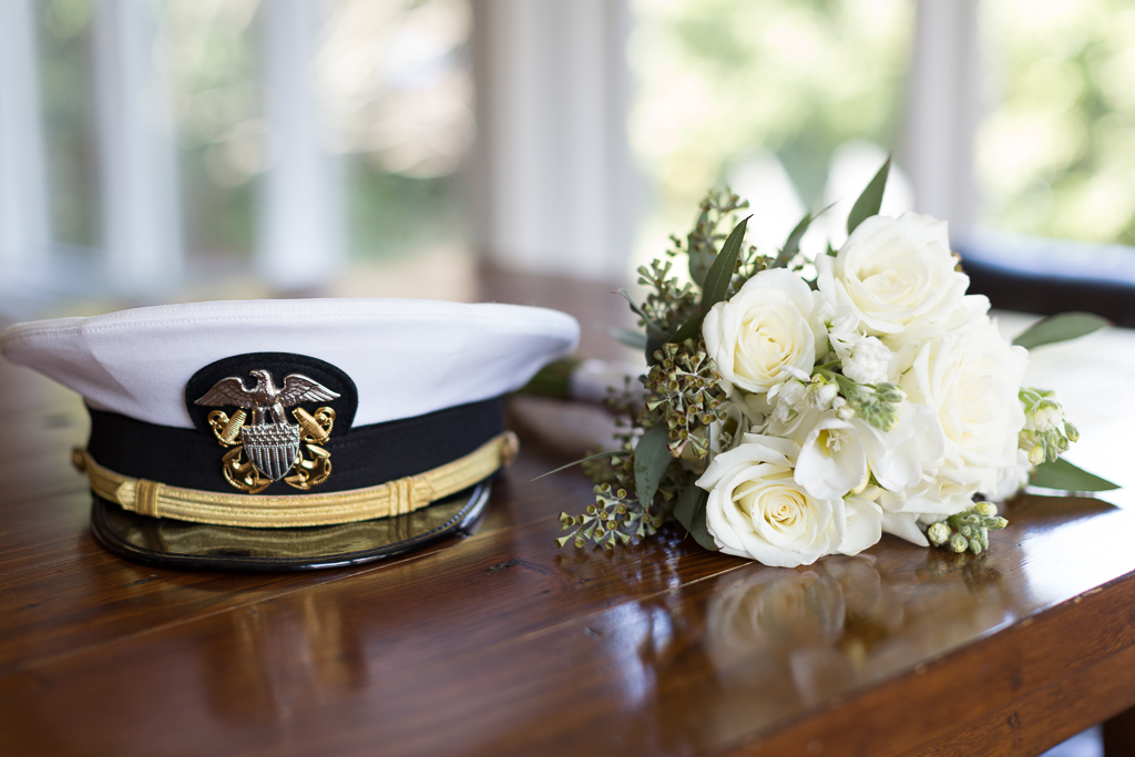 naval-wedding-hat-and-bouquet