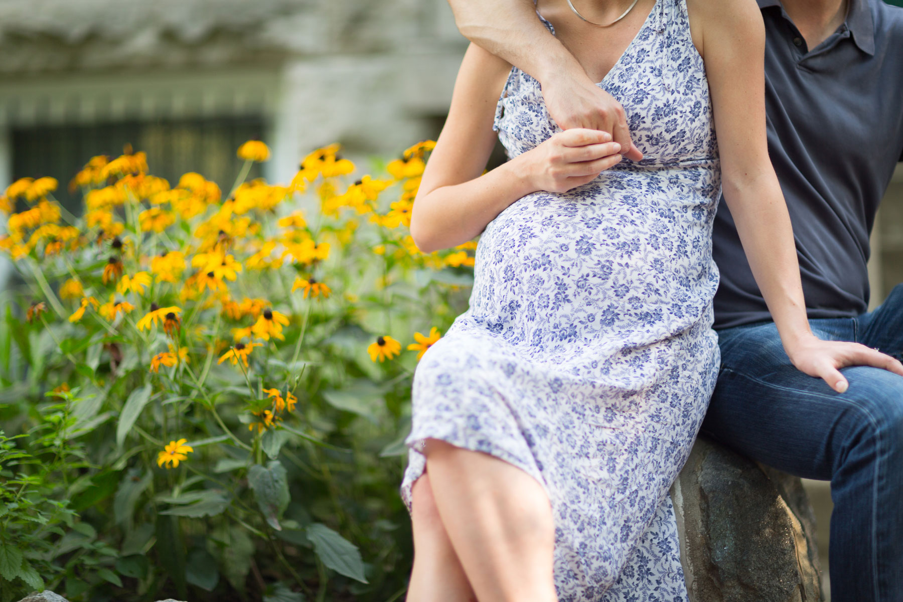pregnant-belly-amidst-flowers